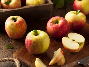 Raw Organic Honeycrisp Apples